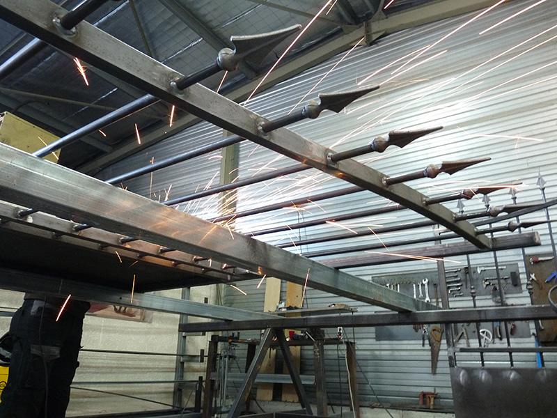 Livraison portail fer et portail aluminium, livraison portillon fer et portillon aluminium, livraison cloture fer et ferronnerie, portail fer forgé.